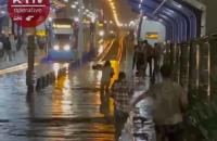 У Києві рух швидкісного трамваю паралізовано через зливу