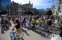 У Києві пройшов велопарад у стилі ретро