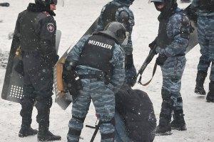 Азаров заявив у Швейцарії, що міліція на Грушевського мінімально використовує силу