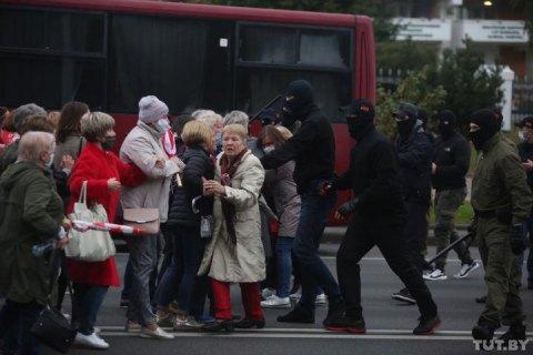 Силовикам в Беларуси разрешат применять против митингующих боевое оружие
