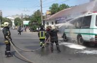 В Сумах пожарные предотвратили взрыв баллонов с газом в автобусе