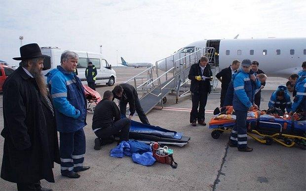 Подготовка спецборта с ранеными в Борисполе для вылета в Израиль