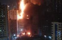 В ОАЭ загорелся жилой небоскреб