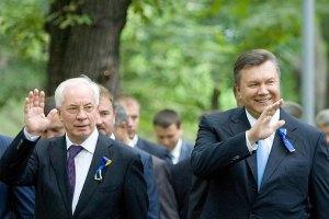 Янукович и Азаров поздравляют Федерацию бокса юбилеем