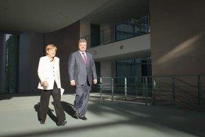 Порошенко рассказал Меркель, что боевики уже 20 раз нарушили режим прекращения огня