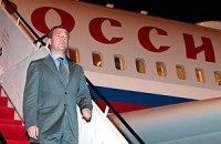 В Донецке к визиту Медведева деревья покрасили в зеленый цвет