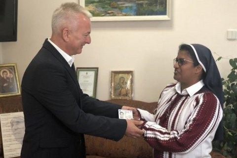 Зеленский предоставил украинское гражданство монахине из Индии, которая помогала военным в АТО