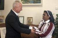 Зеленський надав українське громадянство черниці з Індії, яка допомагала військовим в АТО