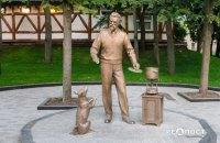 У Харкові встановили скульптуру академіка Вернадського з рецептом борщу