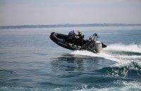 Украинские пограничники отработали прыжки с вертолета в море без парашютов
