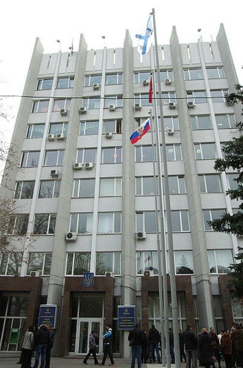 Российский флаг на мэрии Савастополя