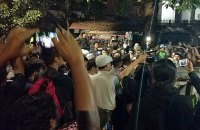 В Индонезии толпа людей напала на собрание коммунистов
