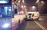 В Харькове скорая помощь врезалась в троллейбус