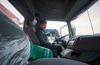 """Зеленский посидел за рулем """"КрАЗа"""" на заводе в Кременчуге"""