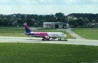 Літак авіакомпанії Wizz Air здійснив аварійну посадку у Львові