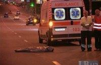 ДТП в Киеве: джип Mercedes сбил насмерть мужчину и скрылся, оставив свои номера