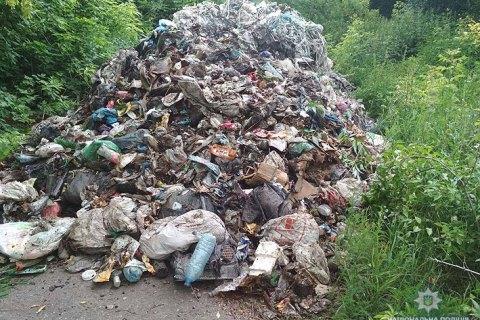 Поліція затримала водія, який вивантажив 12 тонн сміття зі Львова в Чернігівській області