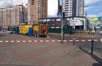 Невідомий замінував два кіоски на Мінському ринку в Києві (додано фото)