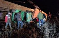На предприятии в Кривом Роге автомобиль столкнулся с поездом, 5 рабочих травмированы