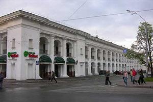 З Гостинного двору на Контрактовій виселяють магазини
