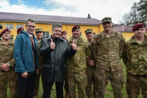 Американские десантники начали учить украинских военных