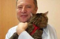 """У Росії депутат приніс на засідання кота на знак протесту проти """"м'яких лапок"""""""