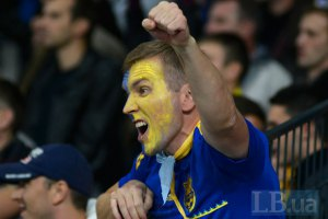 Харьковские фанаты устроили шествие перед матчем Украина-Польша