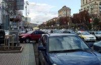 Порошенко подписал закон о праве полиции эвакуировать авто, мешающие проезду