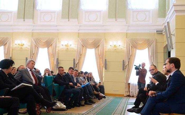 Зустріч президента Володимира Зеленського та міністра культури, молоді та спорту Володимира Бородянського з діячами культури.