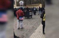 """В Чернигове люди с символикой """"Десны"""" избили и бросили в мусорный бак директора стадиона им. Ю. Гагарина"""