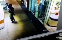 Подозреваемые в ограблении ювелирного магазина в Херсоне скрываются в Николаевской и Одесской областях