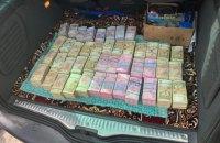 """Луценко: У Дубні затримали учасника виборчої піраміди із сумкою """"чорної готівки"""""""
