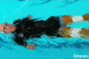 Житель Великобритании побил рекорд, переплыв Ла-Манш