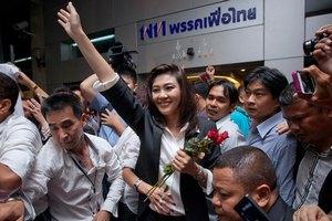 Премьер Таиланда предпочла правительственному Range Rover свой микроавтобус