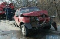 Пять человек пострадали из-за лобового столкновения двух авто в Киеве