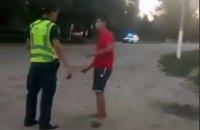 """В Одесской области полицейский ударил парня, назвавшего его """"мусором"""""""