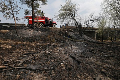 У Чорнобильській зоні досі не загасили пожежу