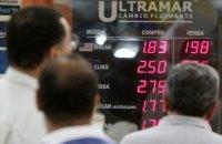 Жителі Білорусі знову скуповують валюту