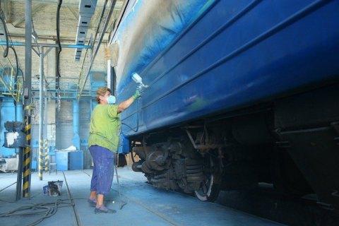 """""""Укрзализныця"""" вынуждена ежемесячно перекрашивать до 25 вагонов из-за граффитчиков"""