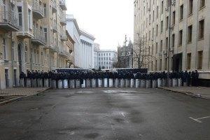 Янукович працює на Банковій, його сини - в Україні, - АП