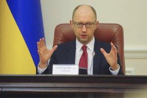 Яценюк отримав право вносити проекти рішень без правової експертизи