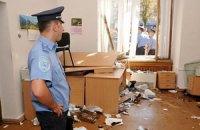 """П'яний """"айдарівець"""" розбив 8 вікон у будівлі КМДА (оновлено)"""