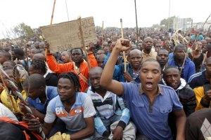 В ЮАР забастовки горняков обретают общенациональный масштаб