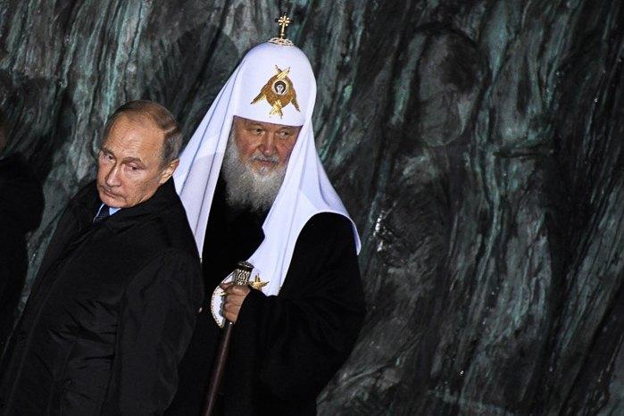 Владимир Путин (слева) и предстоятель Русской православной церкви Кирилл
