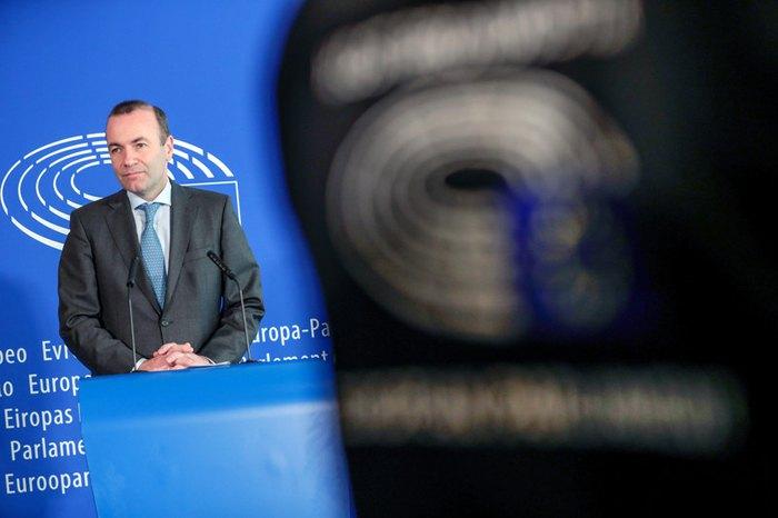 Кандидат в президенты Европейской комиссии Манфред Вебер от ЕНП во время пресс-конференции в Европейском парламенте в Брюсселе, 5 июня 2019.
