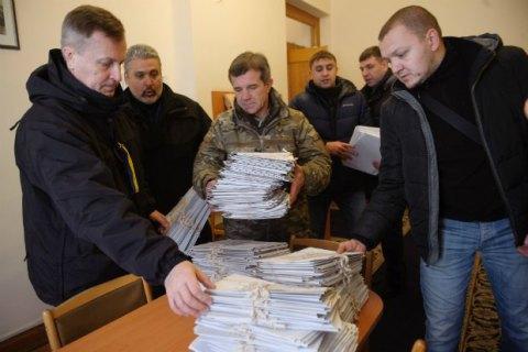 Наливайченко передав у АП 300 томів заяв людей, які постраждали від дій офшорників
