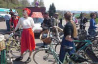 Києвом проїхали велосипедисти в циліндрах і на підборах
