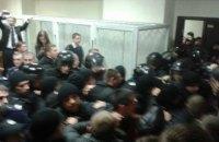В суде по Медведько начались столкновения