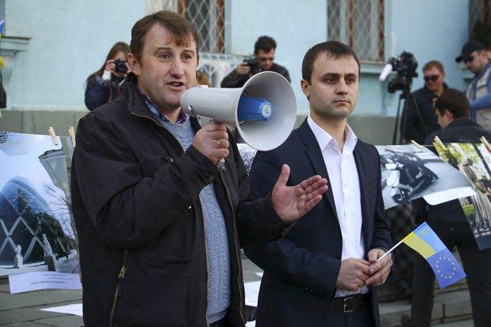 Андрій Щекун і син Анатолія Ковальського Сергій під час однієї з акцій «Євромайдан-Крим»
