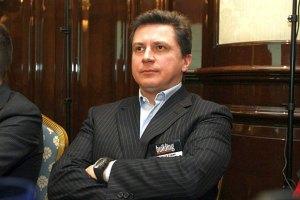 Сын Азарова потратил на округ более полусотни миллионов и совершил тысячу нарушений
